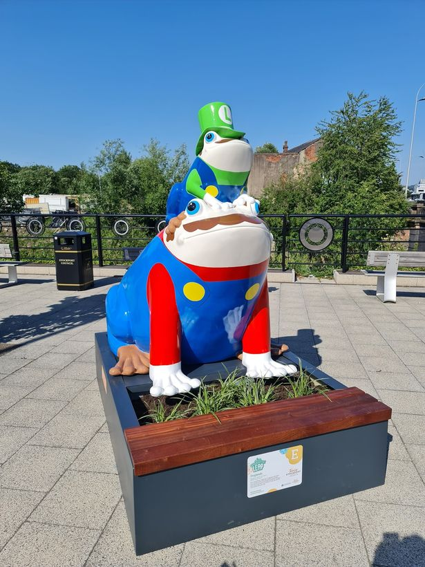 Frogsss - Stockport's Gigantic Leap Frog Art Trail is back!